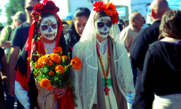 Странный праздник: сегодня в Мексике ждут в гости мертвецов
