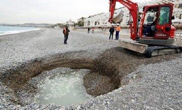 Ученые определили причину появления таинственной воронки на пляже Ниццы
