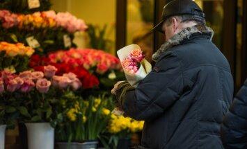 Naistepäevatava näeb ette, et mehed kingivad naistele lilli.