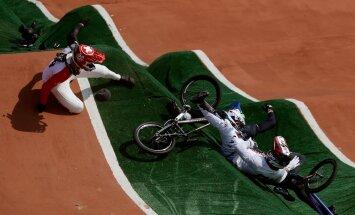 Läti BMX krossi ratturi Maris Štrombergsi (paremal) kukkumine olümpial.