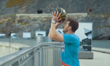 VIDEO: Maailmarekordiline trikivise: pall korvi 180 meetri kõrguselt!