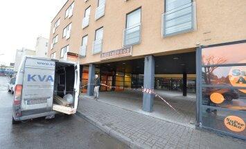 FOTOD: Nõmme Swedbanki varikatus muutus tormiga ohtlikuks, kontor suleti