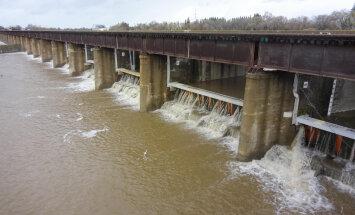 California pealinn kutsus konksumeeste abil esile hiigelsuure üleujutuse