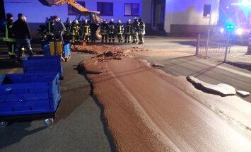 Тонна шоколада вылилась на улицу в Германии и замерзла