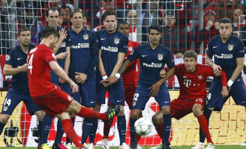 Xabi Alonso lööb värava