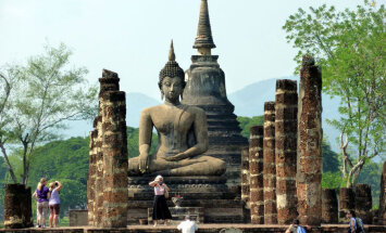 Турист вернул в тайский храм украденные кирпичи из-за беспокойной жизни