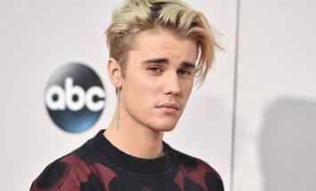 KLÕPS: Vaata! Justin Bieber katsetab uut looki ja värvis oma juuksed lavendlikarva