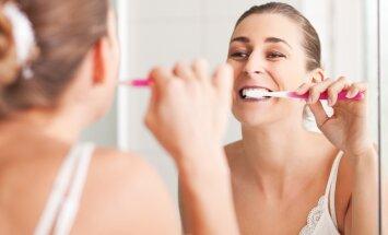 Suure tõenäosusega oled terve elu hambaid valesti harjanud! Loe, kuidas vältida kaheksat tüüpilist hambapesu viga