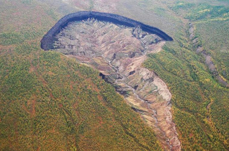 Кратер «Батагайка» возрастает из-за таяния вечной мерзлоты
