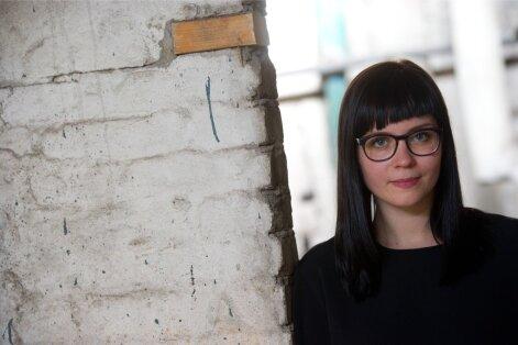Laura Põld on valinud vabakutselise kunstnikuna läbilöömiseks tänapäeval ainuvõimaliku tee ja võtnud omaks ülemaailmse kunsti-ilma sportlikud mängureeglid.