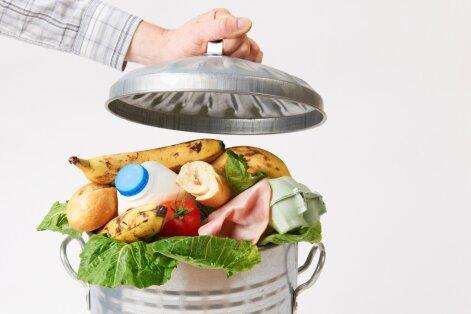 Toidulaua asemel prügikasti: transport ja segased seadused teevad poodidele toidu annetamise keeruliseks