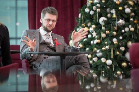 Jevgeni Ossinovski arvates võiks alkoholireklaami üldse ära keelata.