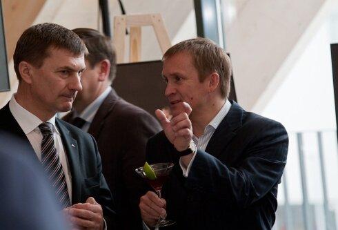 """Liberaalid omavahel: Eesti kõige staažikam peaminister Andrus Ansip (vasakul) ja Eesti kõige tulemuslikum """"aju""""."""