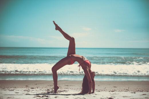Suveks vormi: kuus lihtsat harjutust, mida tehes saad end kodust lahkumata suveks vormi ajada