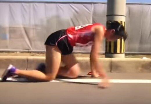 VIDEO | Uskumatud kaadrid Jaapani teatemaratonilt: 19-aastane tütarlaps läbis viimased 200 meetrit käpuli, põlved verised