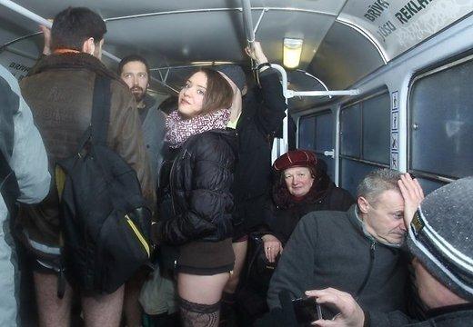 golie-na-obshestvennom-transporte
