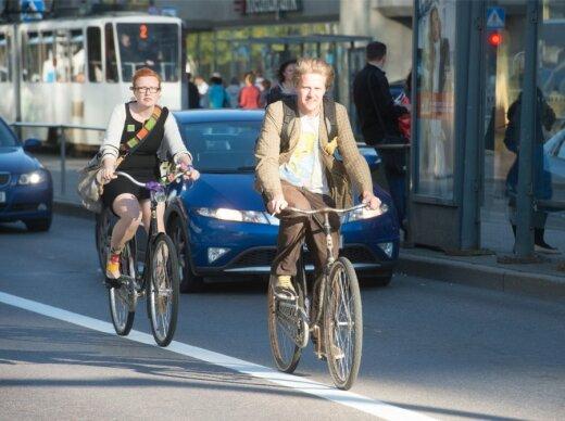 Jalgratturid liikluses. Jalgrattaaktsioon Tipp d'Und südalinnas
