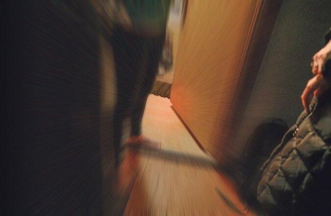 Eri ametnikud on selle korteriukse taga korduvalt kella laskunud. Mõnikord see uks avaneb, mõnikord mitte.
