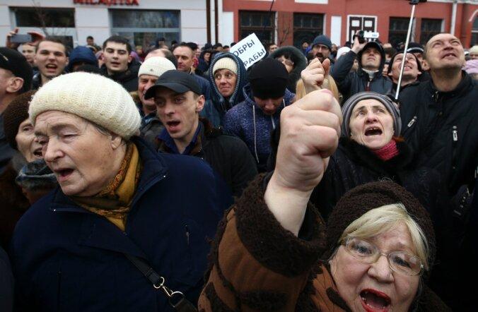 Babrujskis avaldas pühapäeval meelt 600-700 inimest, kellest vähemalt kuus võeti hiljem vahi alla.