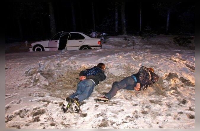 FOTOD ja VIDEO: Vaata, kuidas politsei peab kinni autoga põgeneva tagaotsitava