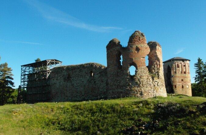 ФОТО читателя Delfi: Уникальный замок в Южной Эстонии хранит память о чудодейственном кресте