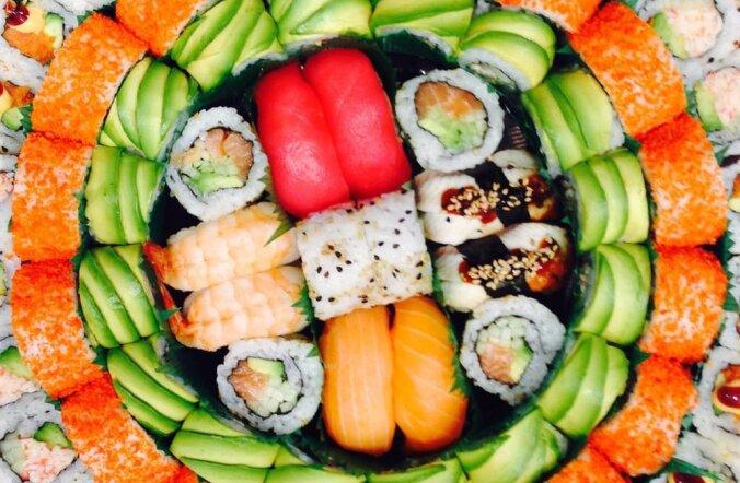 Смотри, кто выиграл большой набор суши для себя и своих друзей