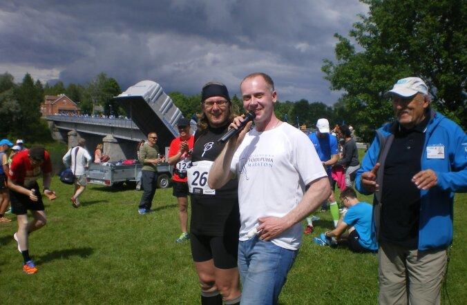 FOTOD: Poeet Contra käis Toris maratoni avamas
