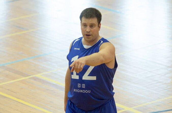 Riigikogu meeskond mängis Kuressaares korvpalli