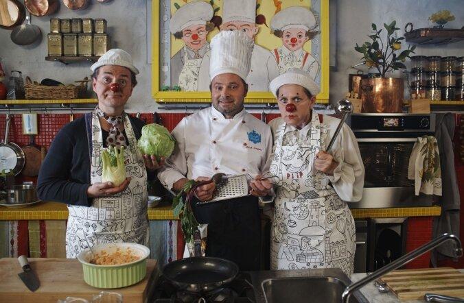 Piip ja Tuut on köögis koos kokk Marek Demjanoviga.