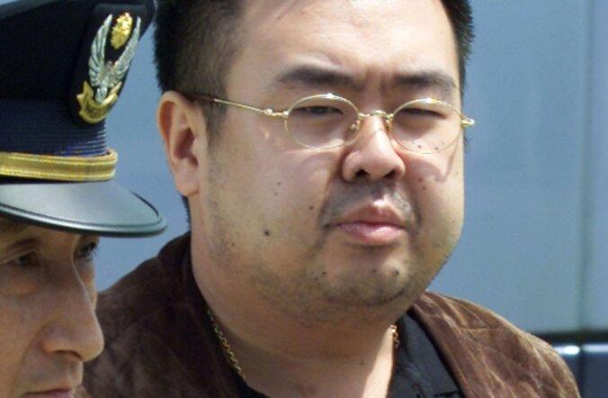 Üks väheseid fotosid Kim Jong-namist näitab teda 2001. aastal Jaapanis vahistatuna.