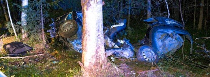Vehendis avarii teinud auto sündmuskohal