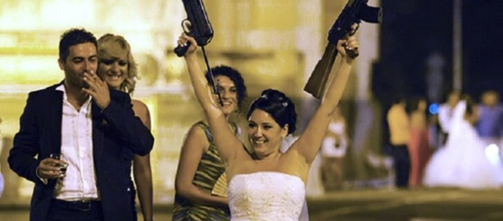 Почему ни одна свадьба на Крите не обходится без автоматов
