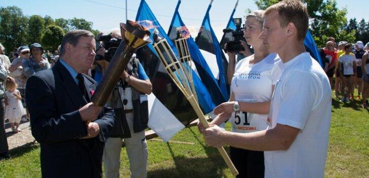 FOTOD: Tori sõjameeste kirikus süüdati võidutuli ning startis võidupüha maraton