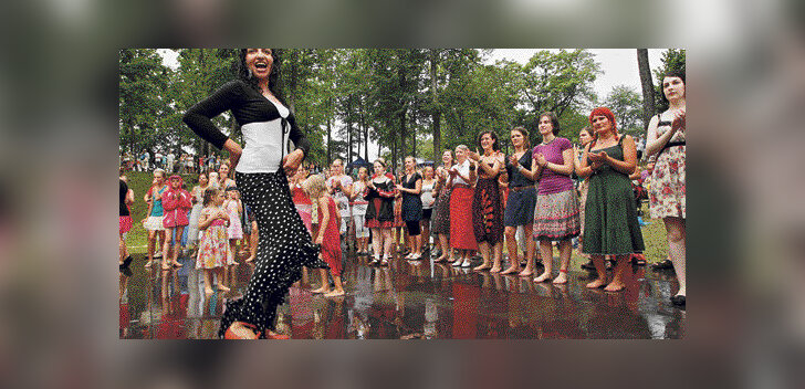 Viljandi tantsis igasuvise pärimusmuusika festivali rütmis