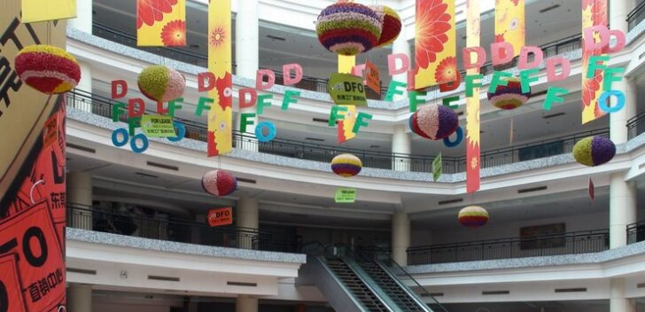 VIDEOD: Tarbijaühiskonna luupainaja – maailma suurim kaubamaja seisab tühjana