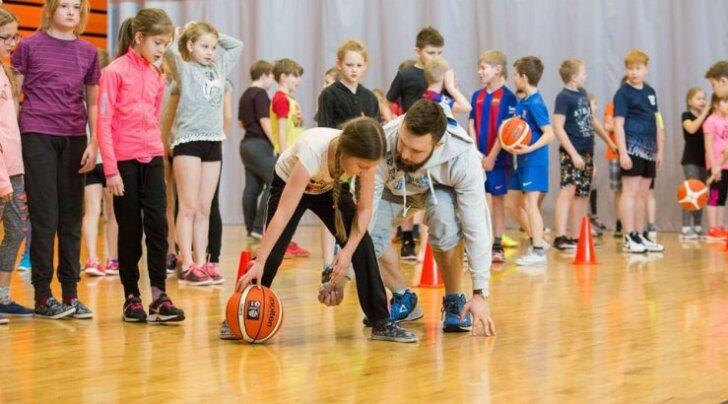 """Korvpalli """"100 Kooli"""" projekt Tallinna 21. koolis"""