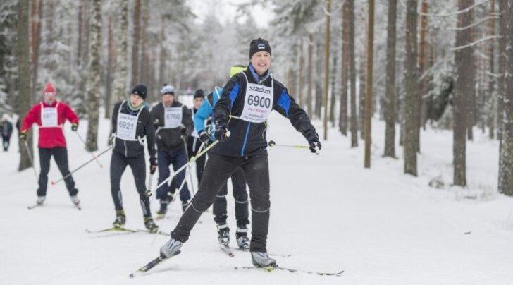 Kui president Kersti Kaljulaid saaks tavainimese kombel puhata, siis ta tõenäoliselt spordiks, mitte ei peesitaks rannas. Aga ta ei saa puhata ja seepärast tuleks seadus ümber teha.