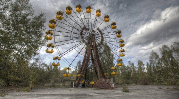 Туристы в Припяти запустили колесо обозрения