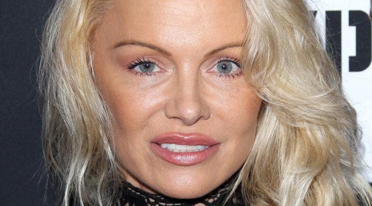 """FOTOD: Kaunis või kõhe? Stiilimuutuse läbinud Pamela Anderson üllatas fänne """"uue näoga"""""""