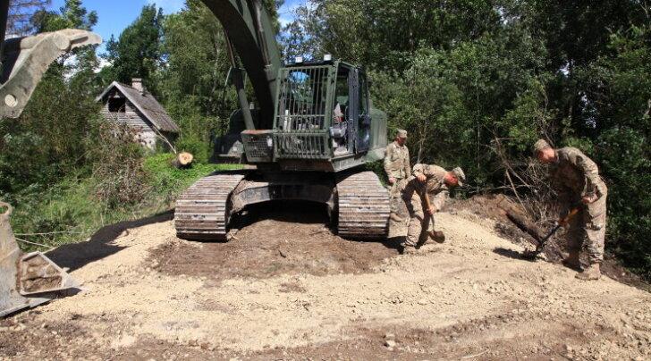 Kaitseväelased paigaldasid Lääne-Virumaal teele uue truubi