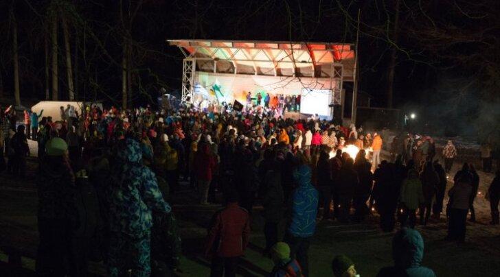 FOTOD ja VIDEO: Talveöölaulupeol lauldi käredast pakasest hoolimata
