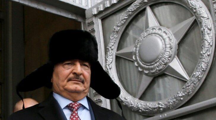 Ida-Liibüat kontrolliv sõjapealik Khalifa Haftar käis viimati Moskvas novembri lõpus. Fotol väljub ta Venemaa välisministeeriumi peahoonest.