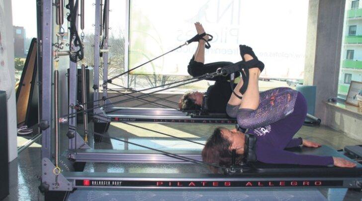 Treenerid Reet Martinson ja Anne Lepik aitavad pilatesega selja sirgeks ja keha nooreks muuta