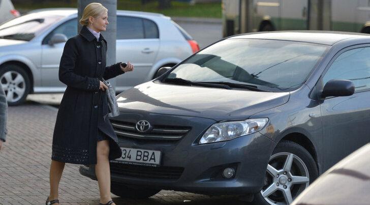 Sigadus: linnaametnikud jagasid omadele invaliidi parkimiskaarte