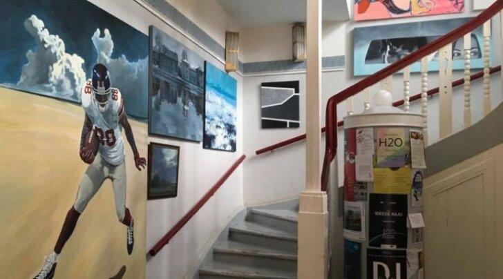 Tartus avatakse noore kunsti oksjoni tööde näitus