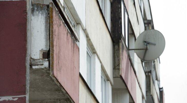 FOTOD JA VIDEO: Viljandi mees kardab, et sealgi võivad majad lagunema hakata