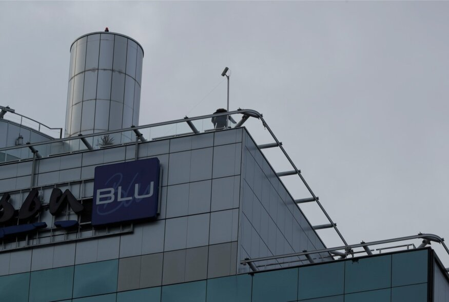 FOTOD ja VIDEO | Õnnelik lõpp! Radissoni hotelli katusel kõlkunud mees kõndis ise alla