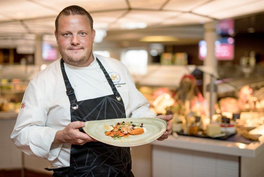 FOTOD: Ahvenamaa kuulsaima koka Michael Björklundi käe all valmis Läänemerel loksuvate aluste parim jõulumenüü