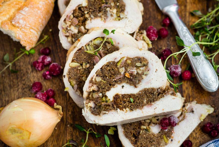NÄDALAVAHETUSE RETSEPTISOOVITUS   Musta leiva ja peekoniga täidetud kalkunirull