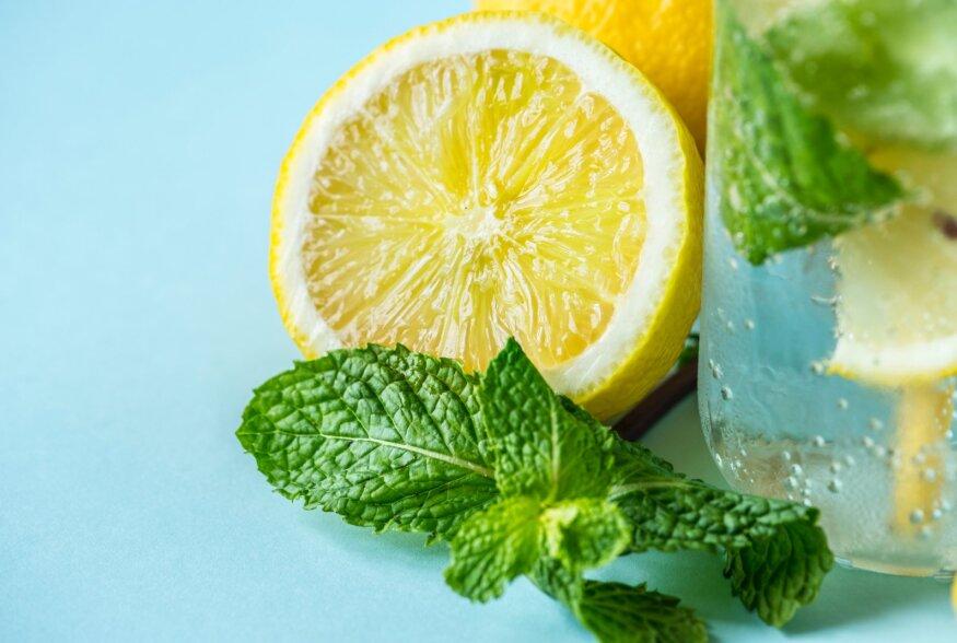 Olgugi, et termin detox ise on hookus-pookuse valdkonnast, siis tervislik mõtlemin ja vee tarbimine on alati kehale kasulikud.